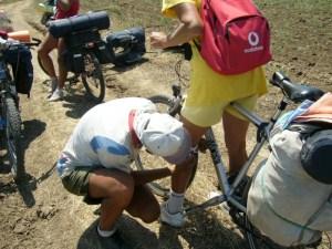 Ремонт в велопоходе: минимум необходимых инструментов