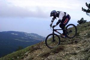 на велосипеде в горах